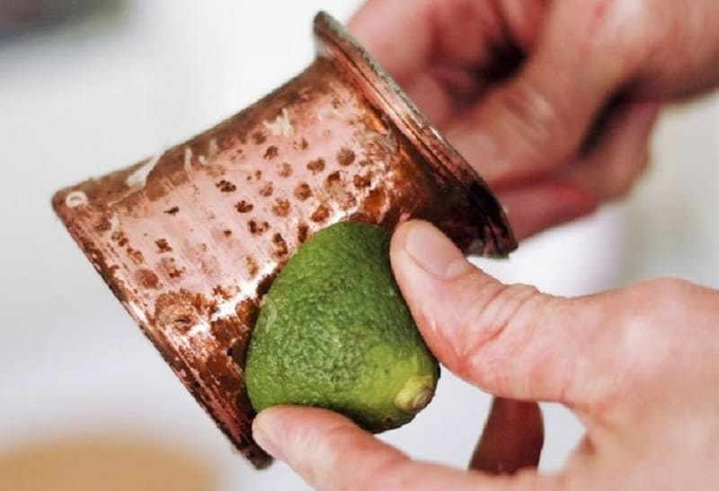 Очистка бронзы при помощи лайма