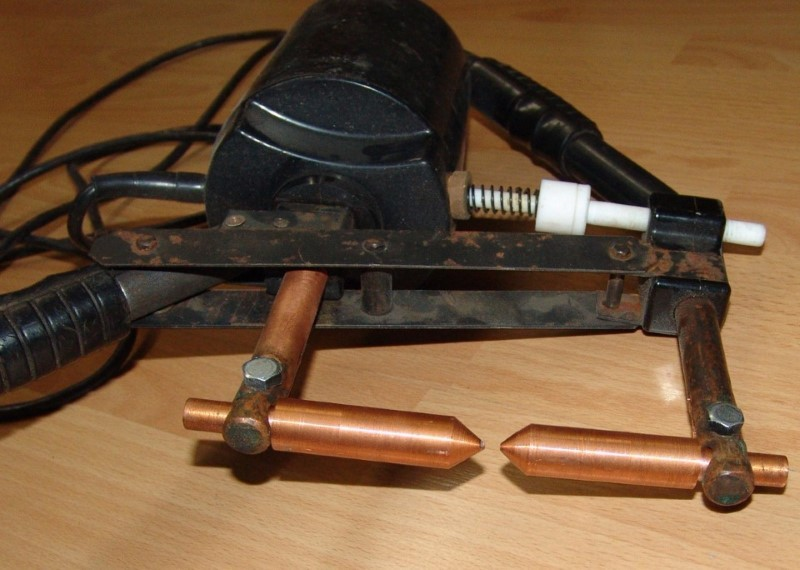Сварочный аппарат с медными электродами