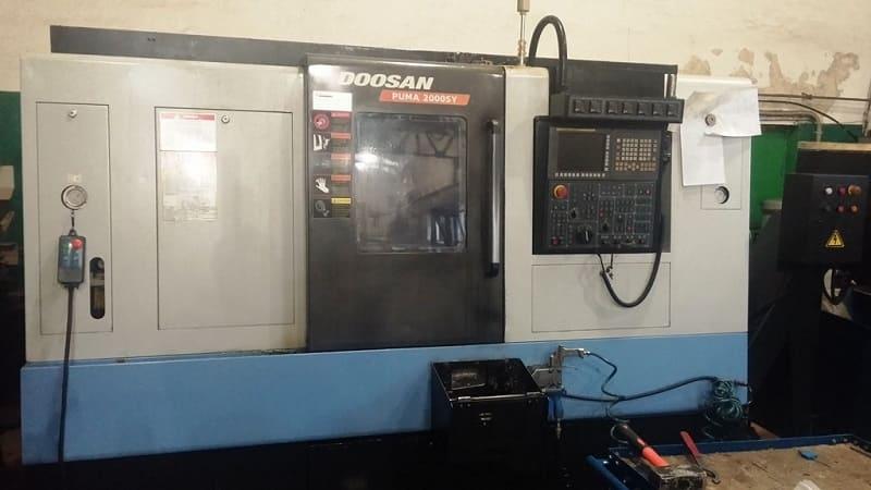 Фрезерный станок по металлу с ЧПУ на производстве