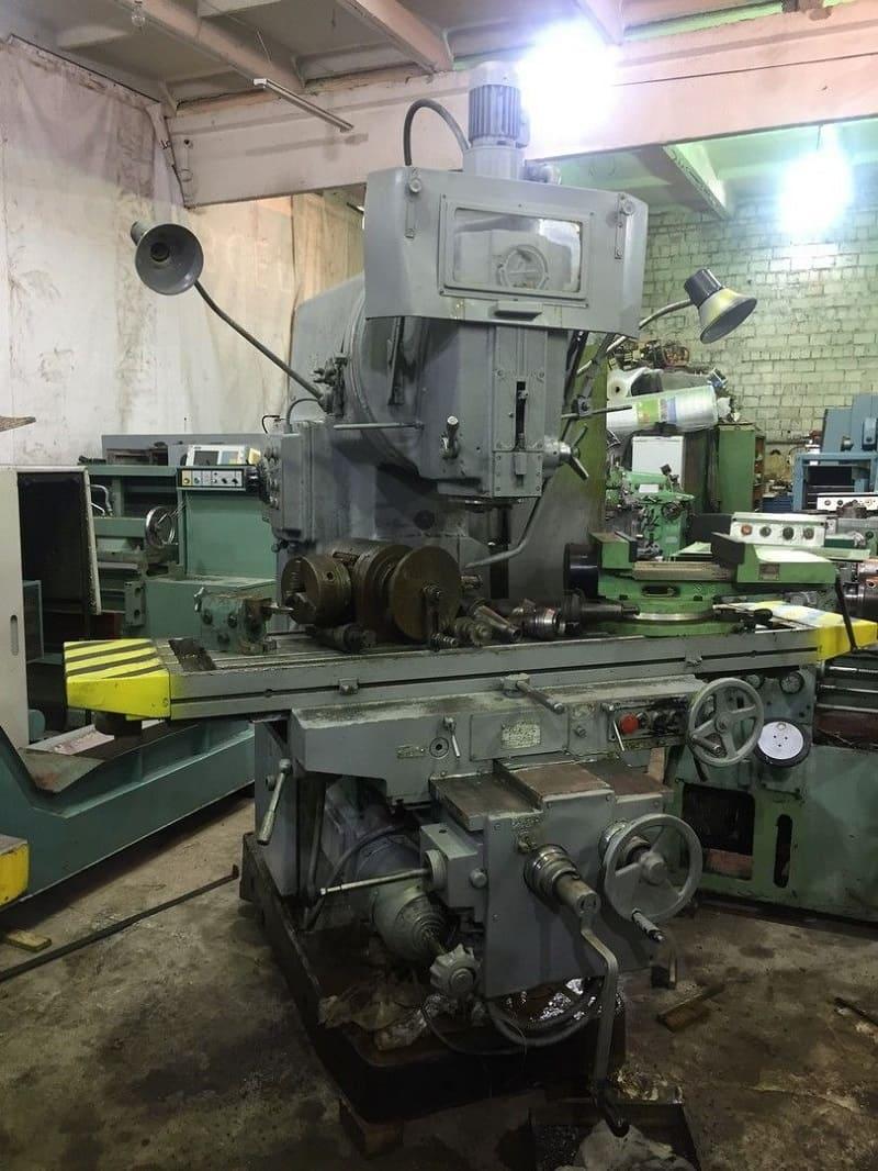 Фрезерный станок ВМ127 на производстве