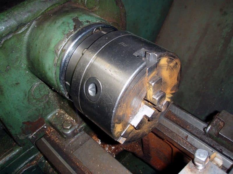 Шпиндель в токарном станке