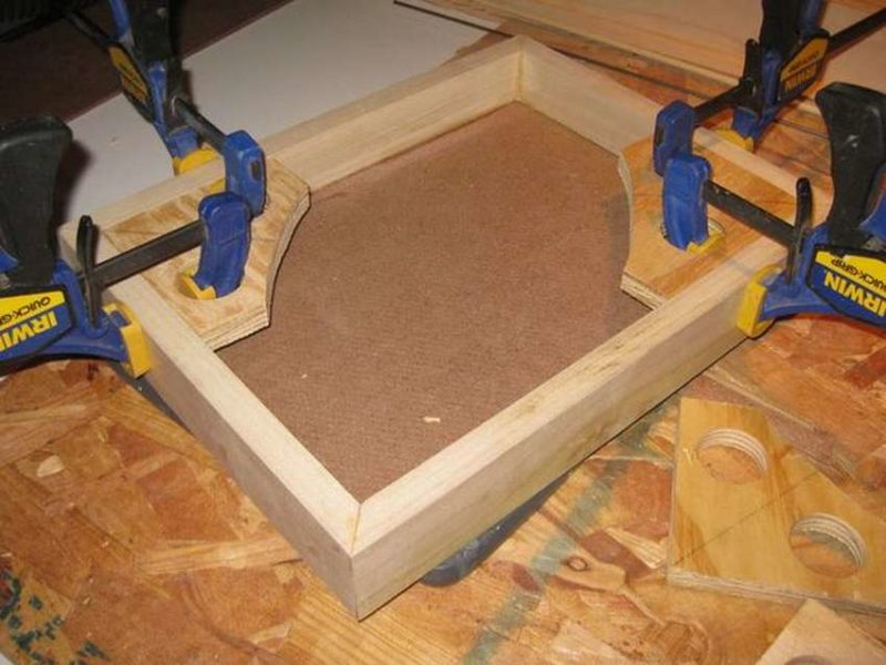 Угловая струбцина для сборки мебели