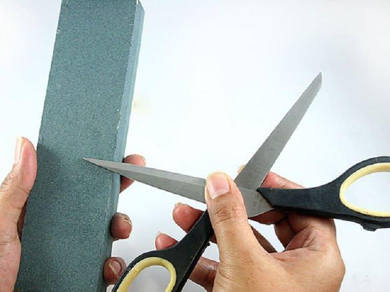 Заточка ножниц оселком