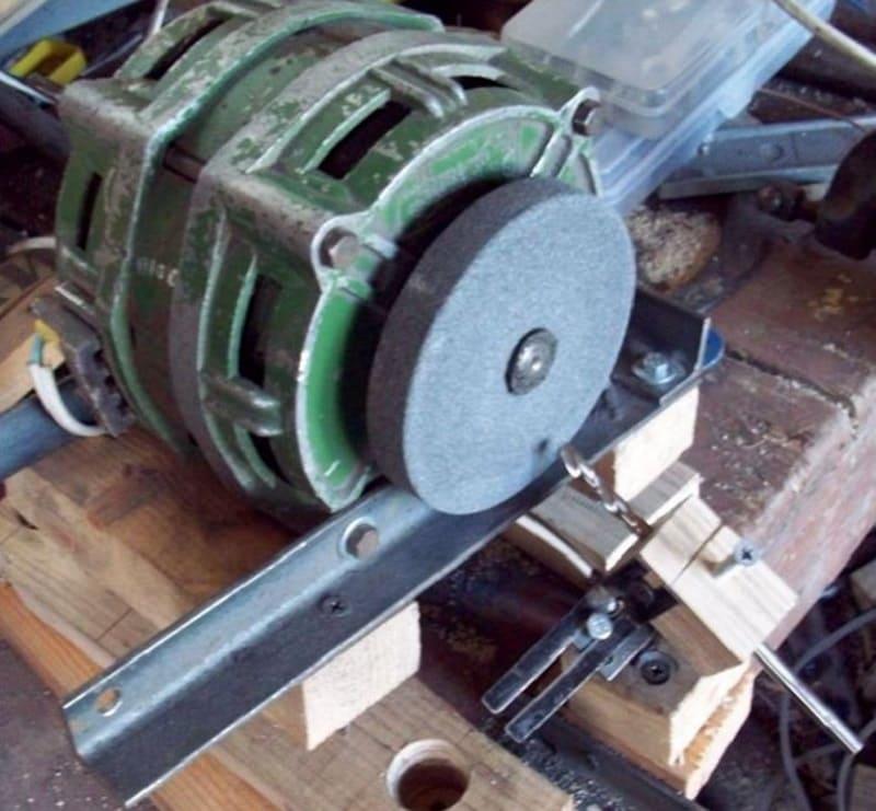 Самодельное деревянное приспособление для заточки сверл