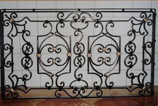 Популярная оконная решетка в русском стиле