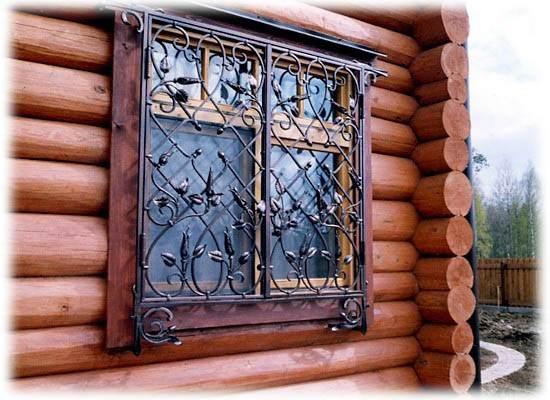 Авторская решетка на окно для деревянного дома