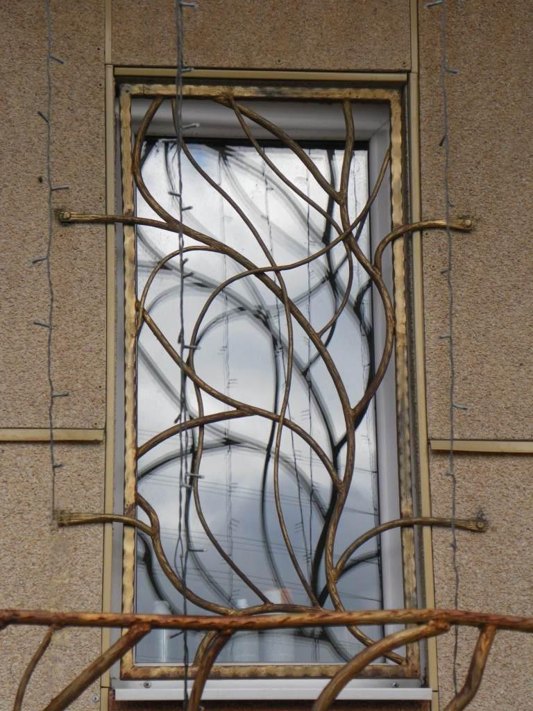 Решетка, напоминающая виноградную лозу