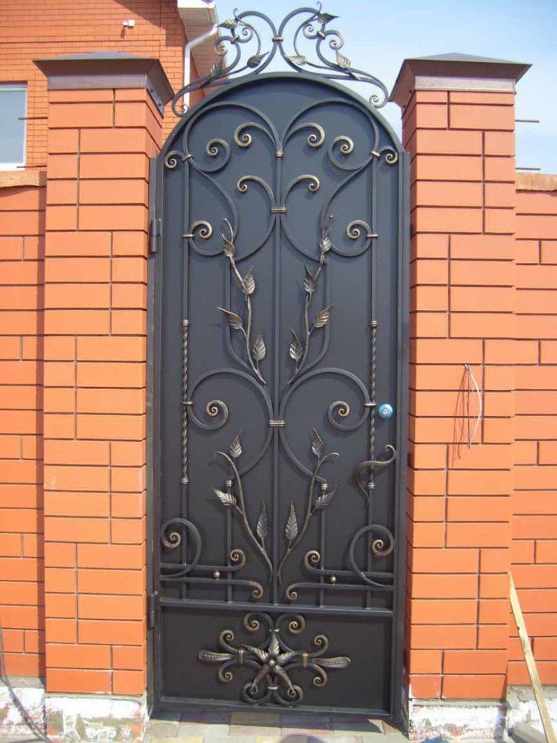 Фото кованые узоры на ворота и двери