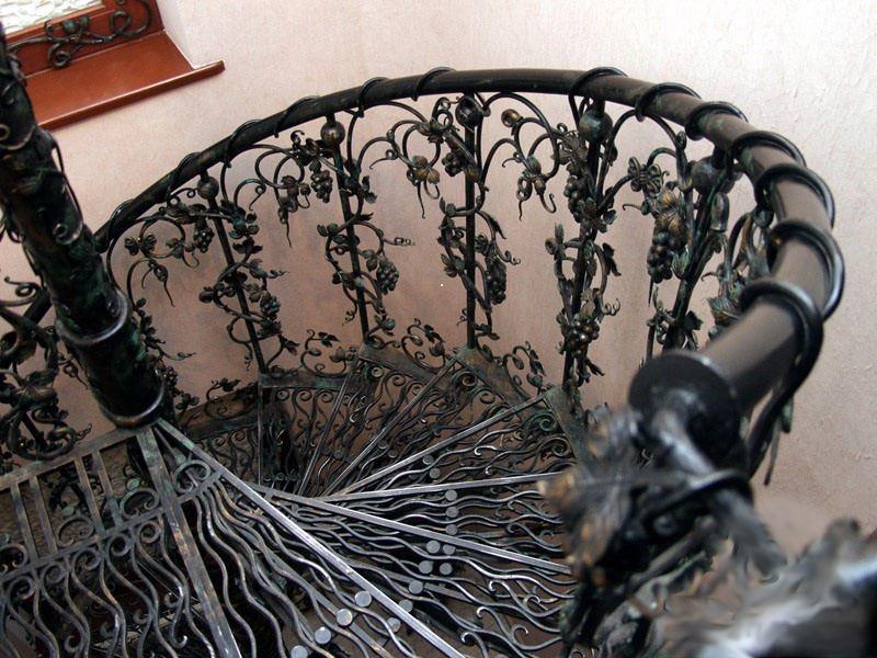 Уникальные перила кованые из виноградной лозы