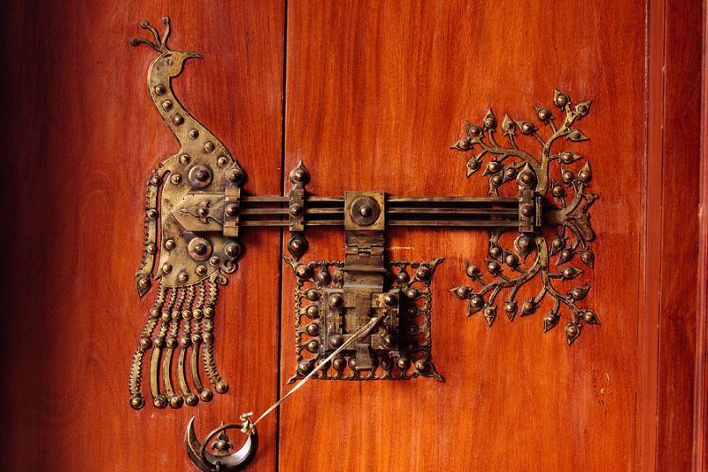 Эксклюзивные кованые засовы для дверей