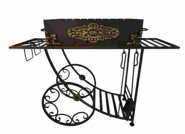 Дачная опора с кованым мангалом на колесах