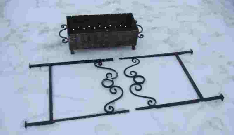 Удобный в использовании мангал кованый разборный