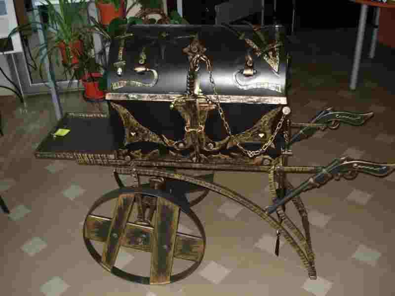 Кованый мангал сундук мертвеца необычный декоративный элемент участка
