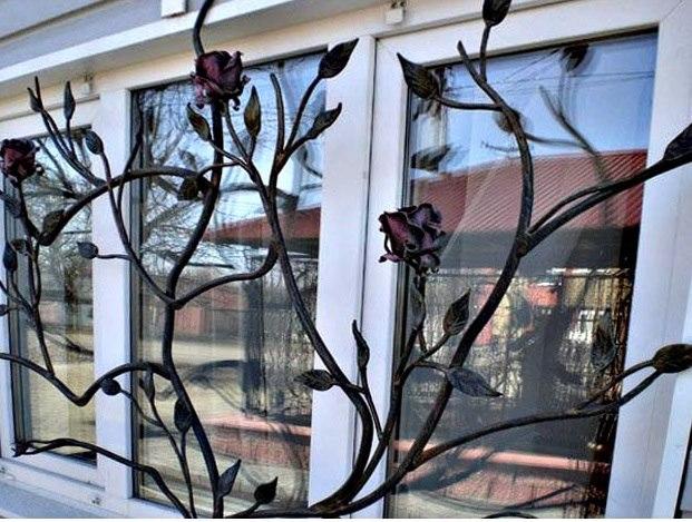 Кованые розы для окон