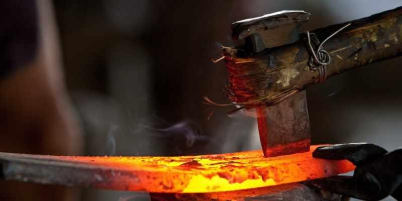 Процесс работы с горячим металлом