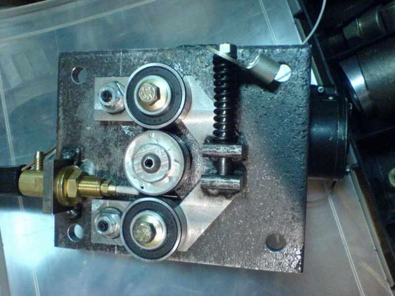 Подающий механизм (протяжка) сварочного полуавтомата