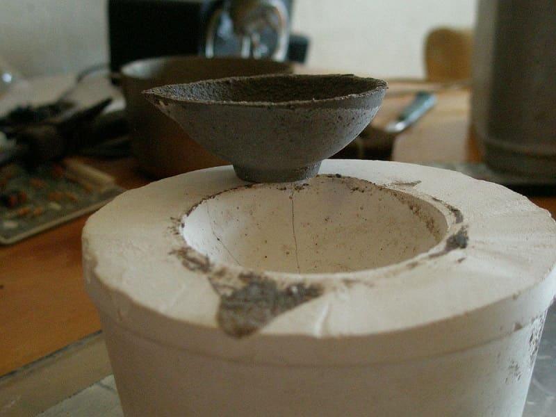 Глиняный тигель в процессе сушки