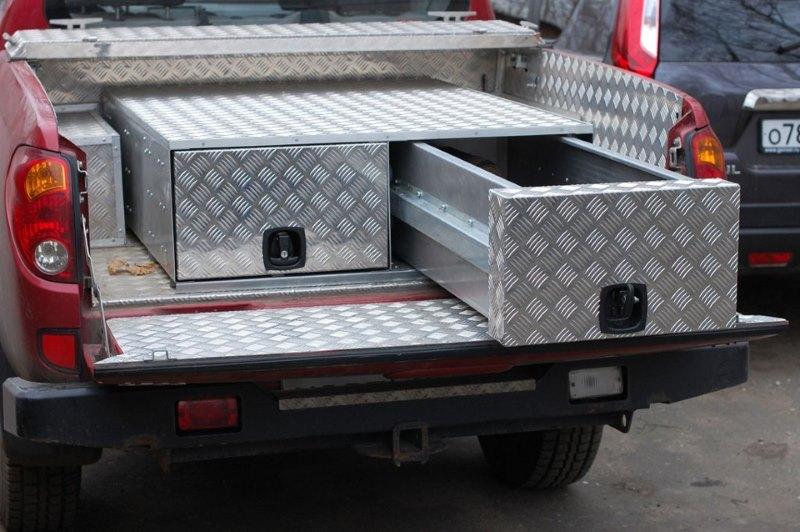 Металлический ящик в машину