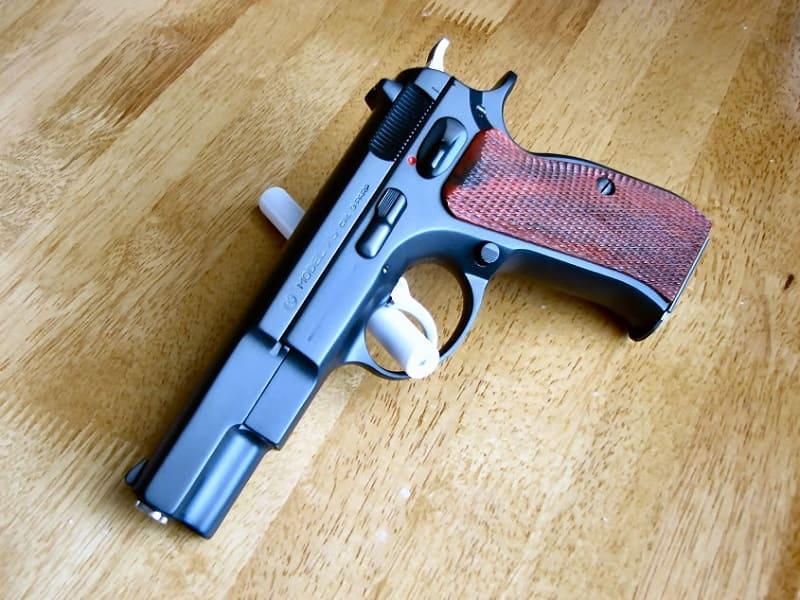 Стальной пистолет после воронения