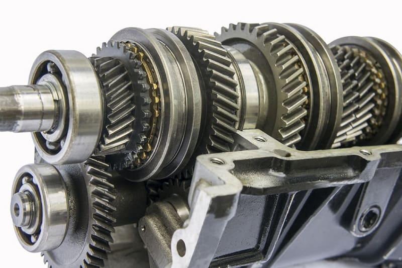 Двигатель с зубчатым механизмом