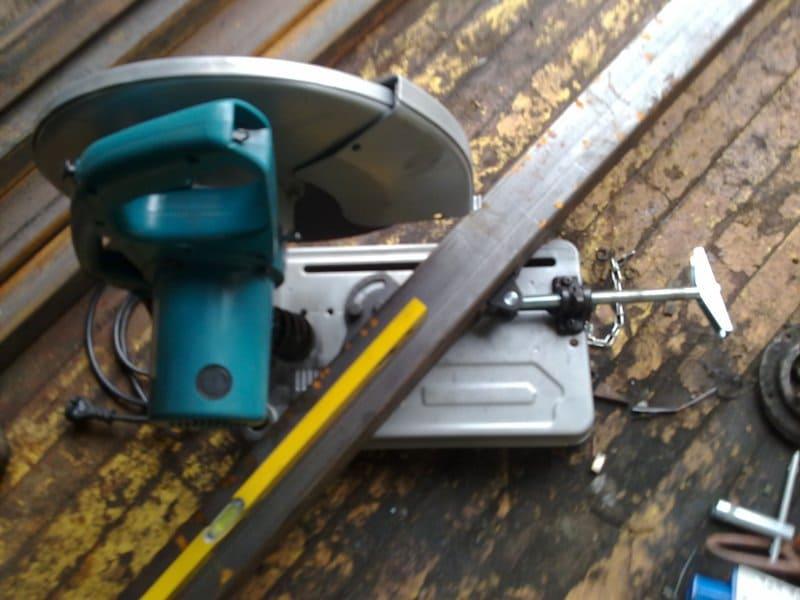 Как разрезать трубу под углом 45 градусов
