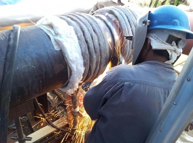 Процесс термообработки швов на трубопроводе