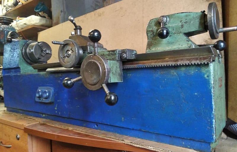 Токарный станок Р105 на производстве