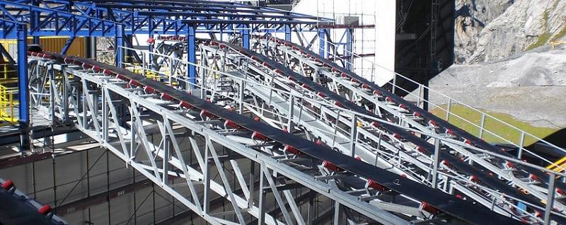 Ленточный конвейер на производстве