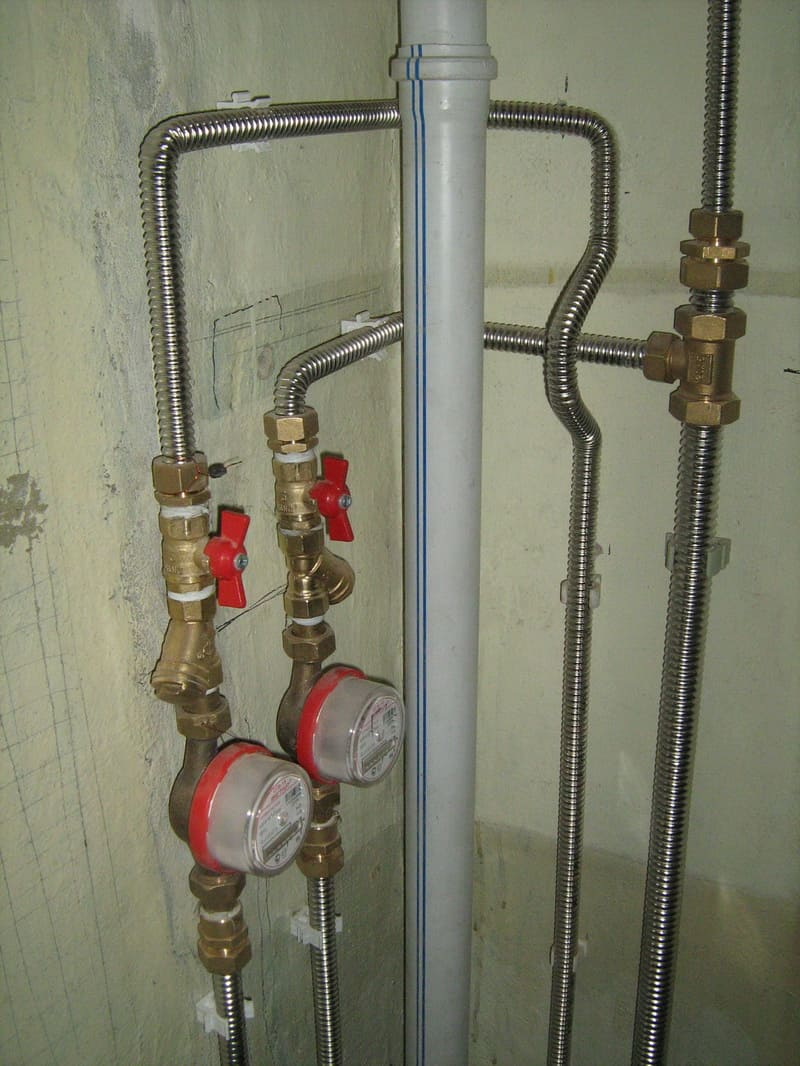 Применение гофры при монтаже водопровода