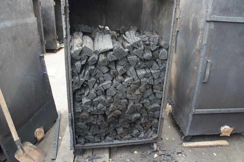 Изготовление древесного угля в печке
